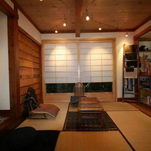 японские шторы в чайной комнате