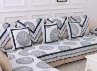 диван с покрывалами и подушками в тон