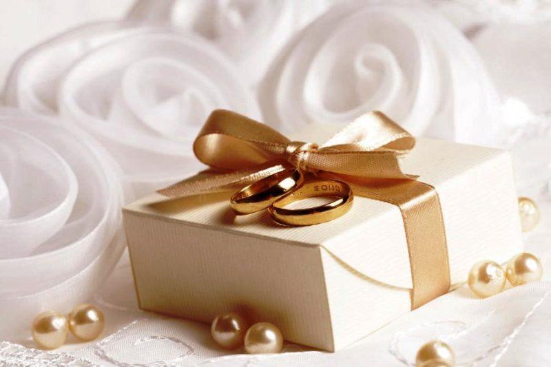 Что подарить молодоженам на свадьбу?