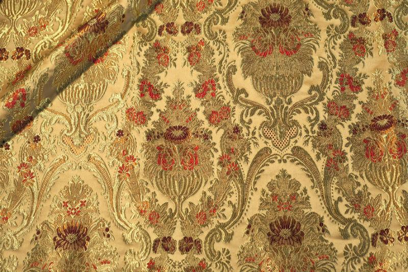 Что собой представляет парча, особенности применения и ухода за тканью