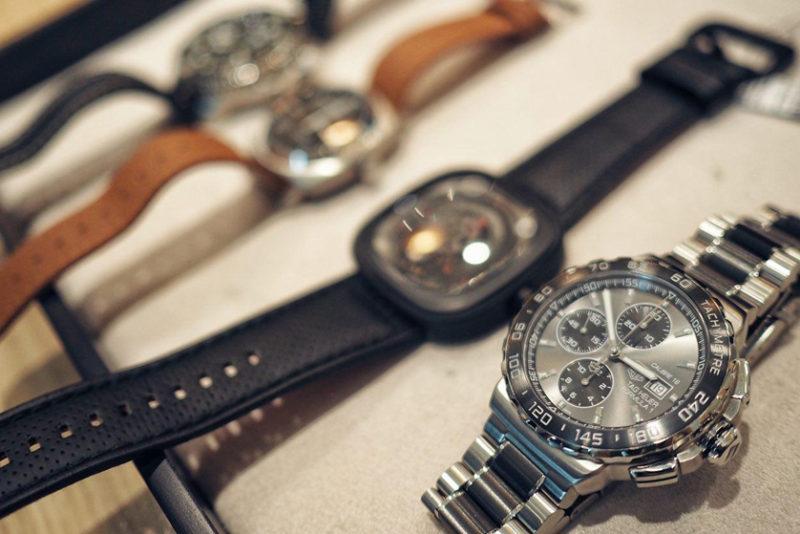 Как выбрать модные наручные часы, особенности женских и мужских моделей