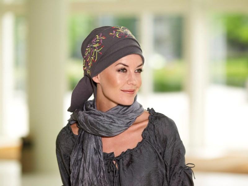 Как подобрать головной убор женщинам с круглой формой лица после 50 лет?