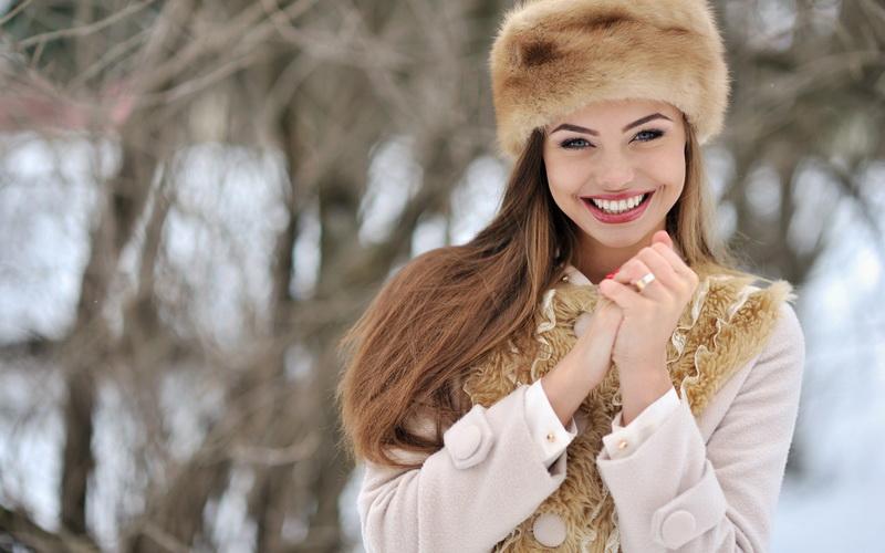 Простые правила: как подобрать актуальный головной убор к пальто