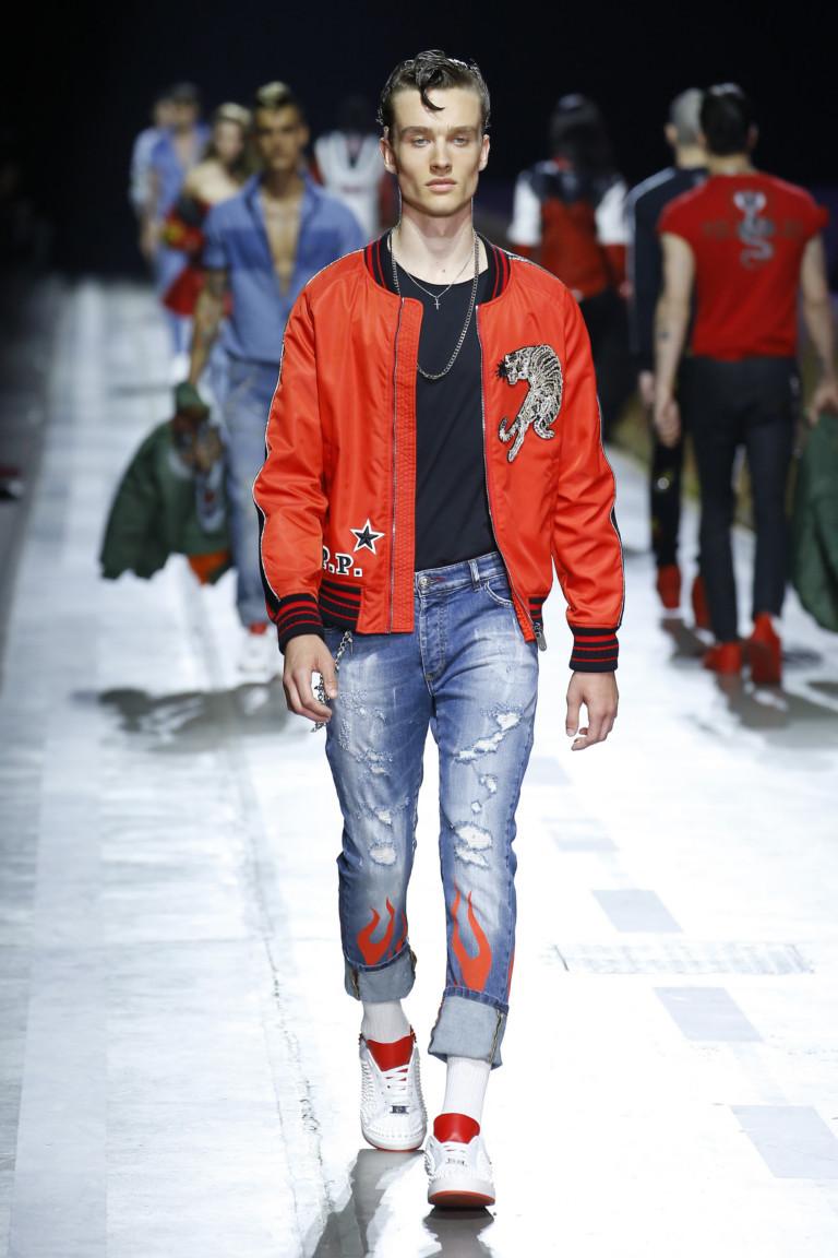 молодежный стиль джинсы с красной курткой