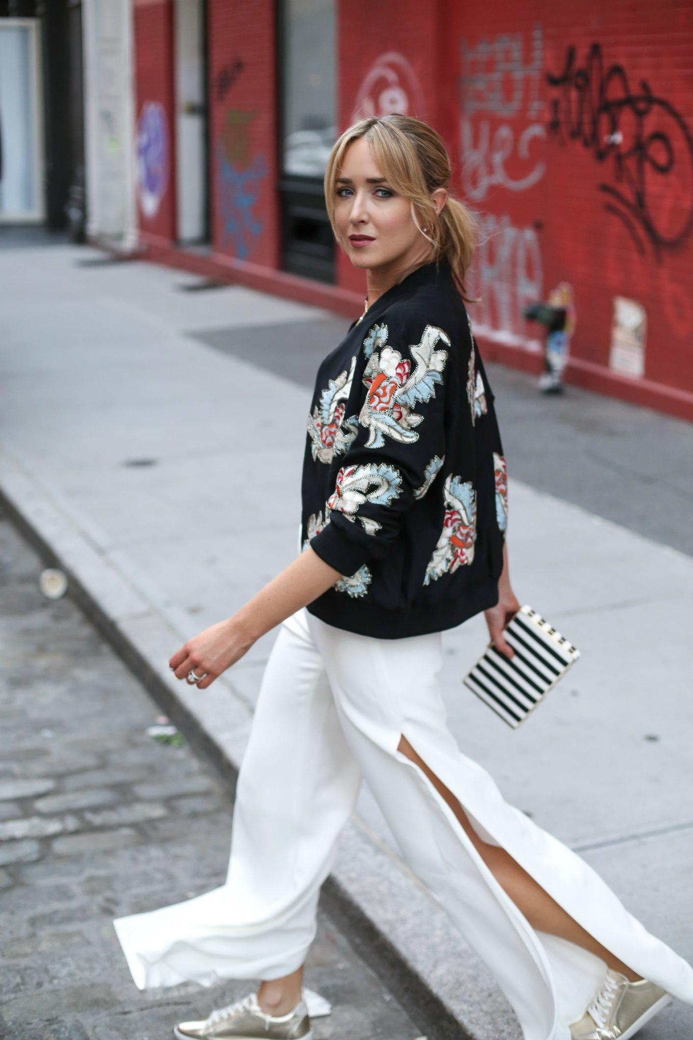 белые ультрадлинные брюки с разрезами