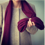 Как красиво повязать платок на пальто разными способами
