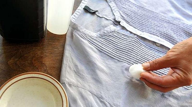 Как и чем отстирать пятно от машинного масла с одежды
