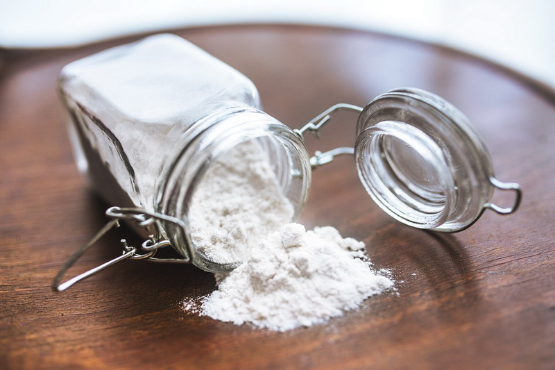 Как и чем убрать масляное пятно с одежды