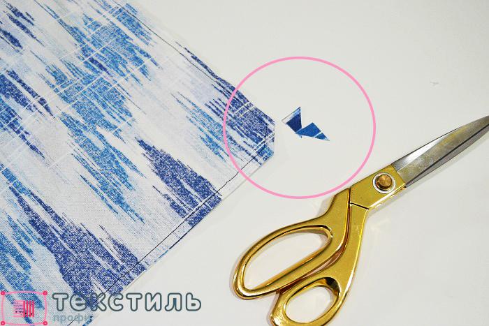 обрезать уголки декоративной подушки