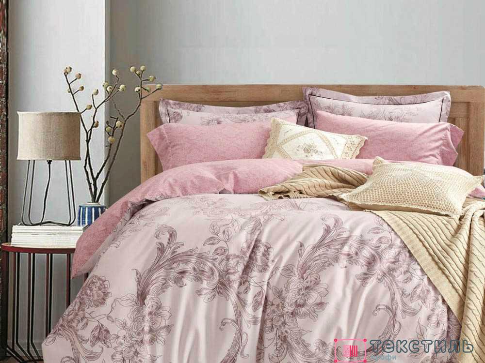 Атлас в спальне: покрывала и комплекты постельного белья