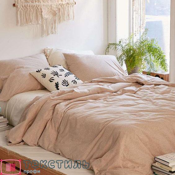 Нейтральный текстиль в спальне: схемы для покрывала в бежевых тонах