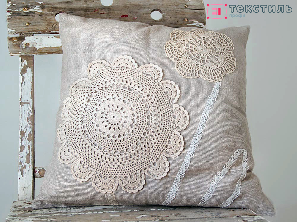 Декоративные подушки и ковры в стиле шебби шик: как задать тон комнате