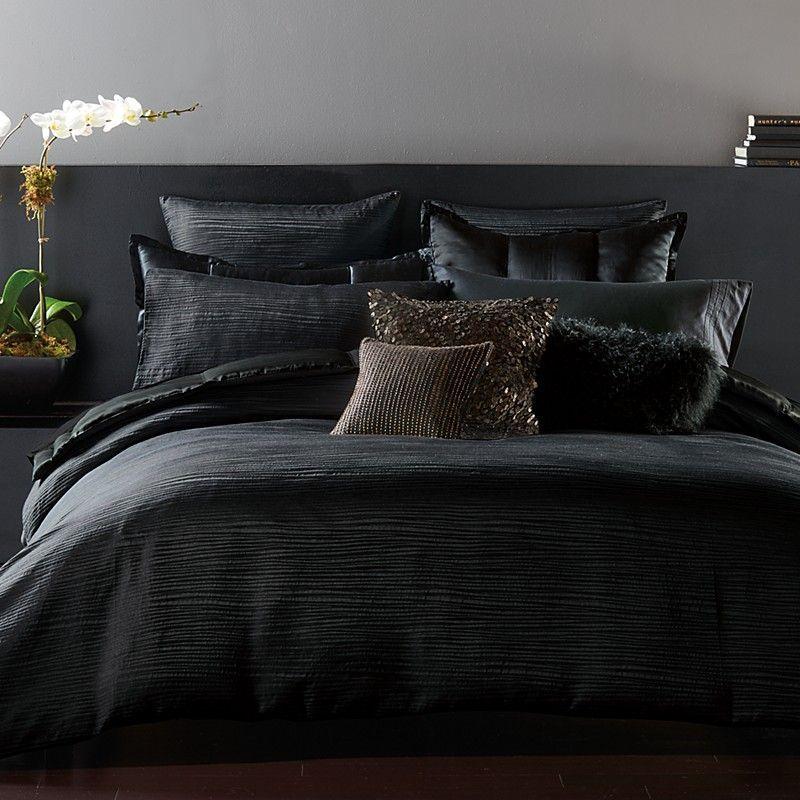Яркие покрывала и подушки: 7 способов оживить спальню с их помощью