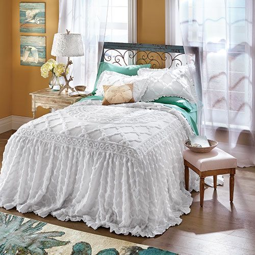 Как красиво застелить кровать покрывалом