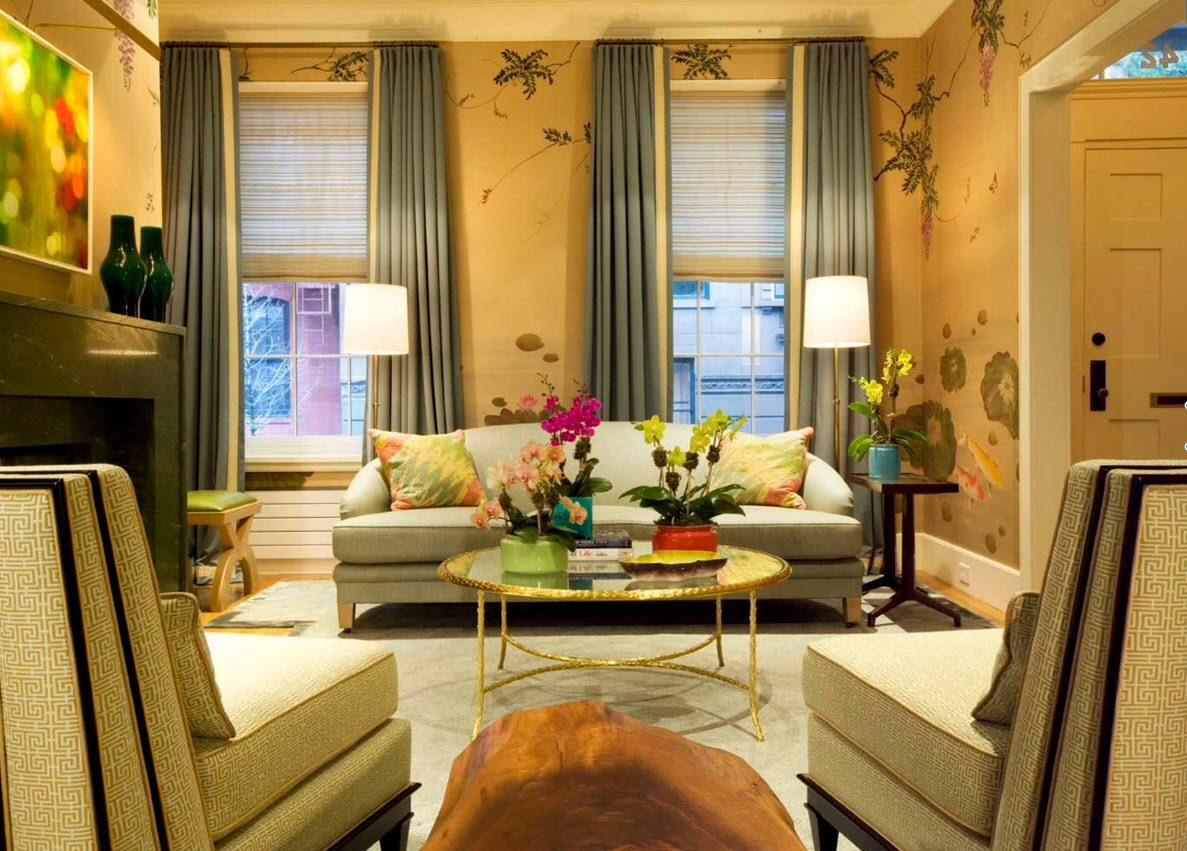 спокойные бирюзовые шторы в классическую гостиную с плотной тюлью-роллетом