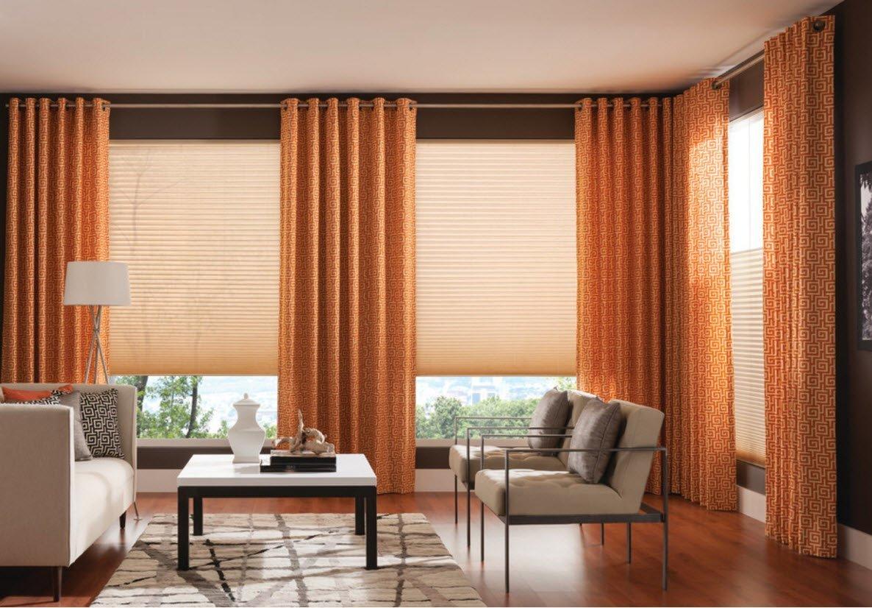 шторы на люверсах в гостиную на два окна