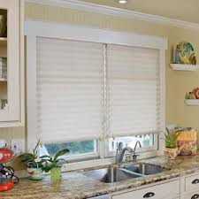 бумажные шторы плиссе на окно на кухне
