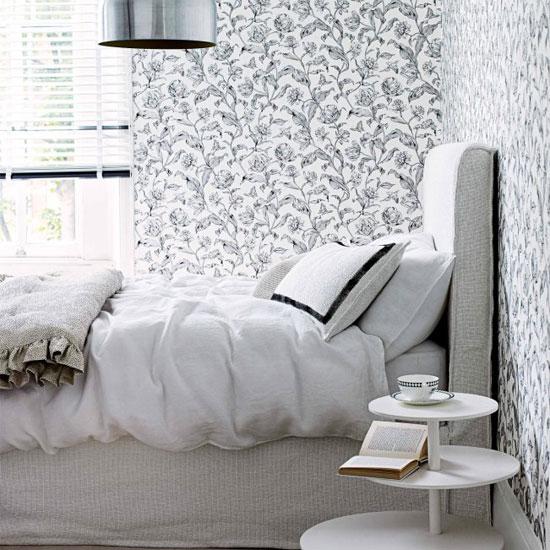 Нежная монохромная спальня