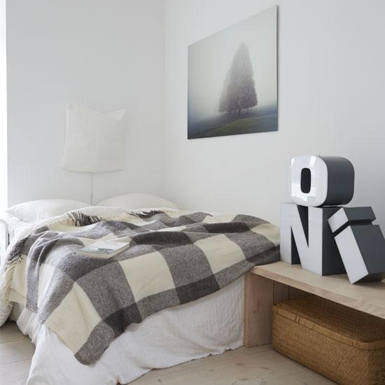 Мягкая монохромная спальня