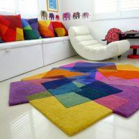 разноцветный ковер для детской комнаты