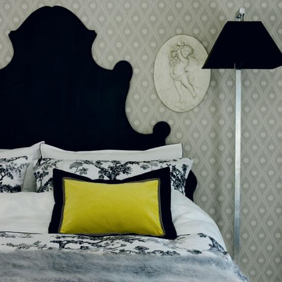 Традиционная монохромная спальня