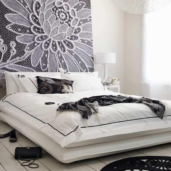 Цветочная монохромная спальня