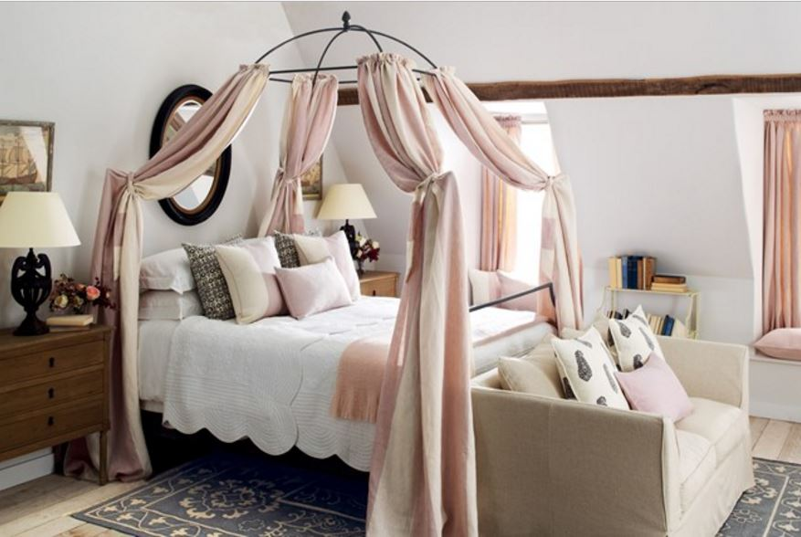 Декоративные подушки на кровать в спальной