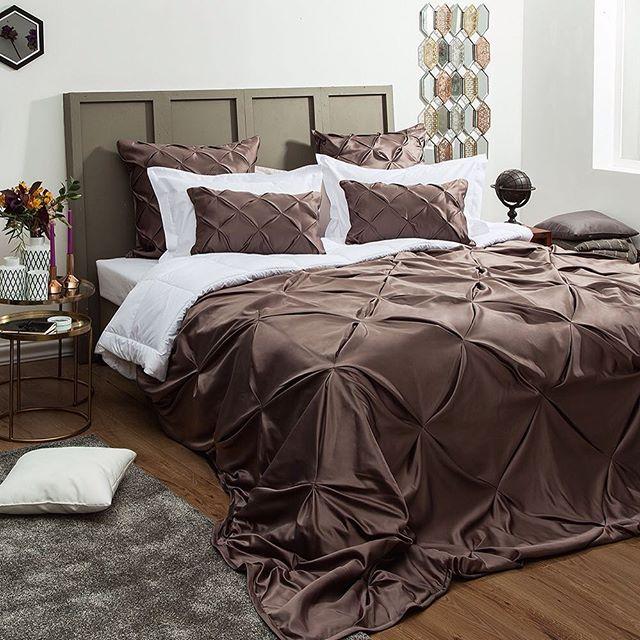 традиционное покрывало на кровати
