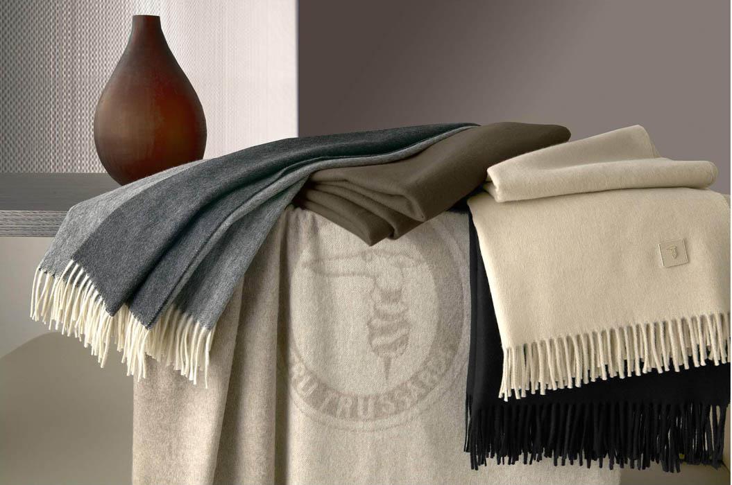 Как стирать шерстяное покрывало, одеяло и изделия из кашемира?