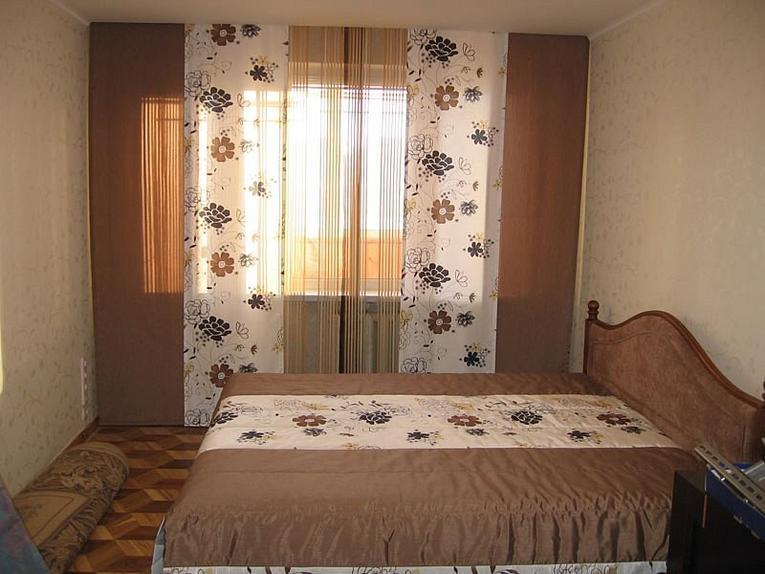 красивая японская штора в спальню