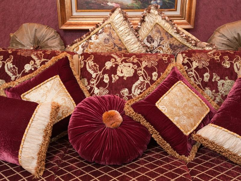 декоративные подушки в гостиную