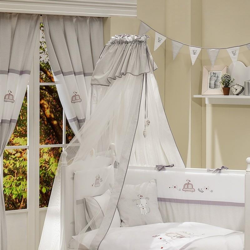 кровать с балдахином в детской комнате