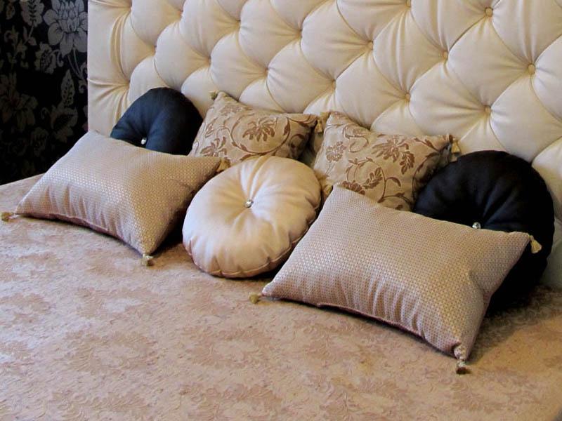 подушки на постель декор