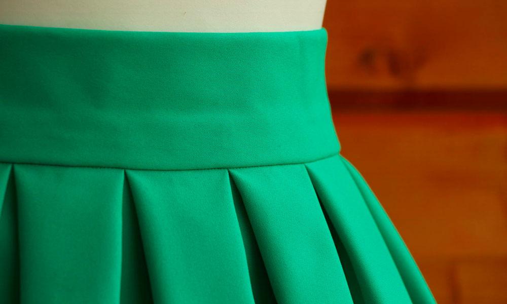 одежда из ткани габардин
