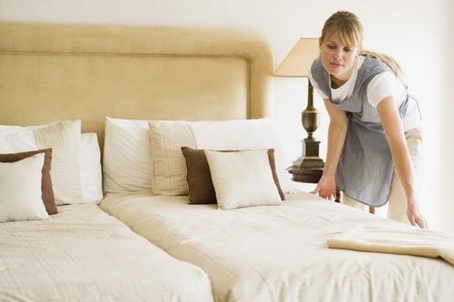 как застелить простынь в отеле