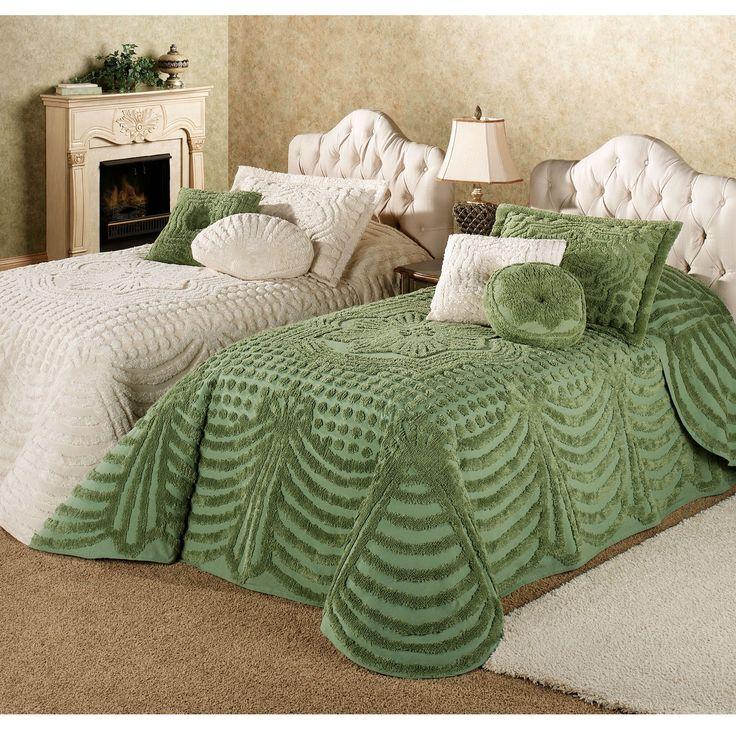 комбинация покрывала на постели