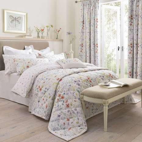 сочетание постели и штор