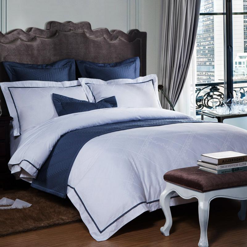 как застилают кровать в отелях