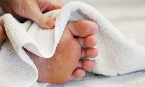 Полотенце для ног: удобный ли это аксессуар для ванной комнаты?