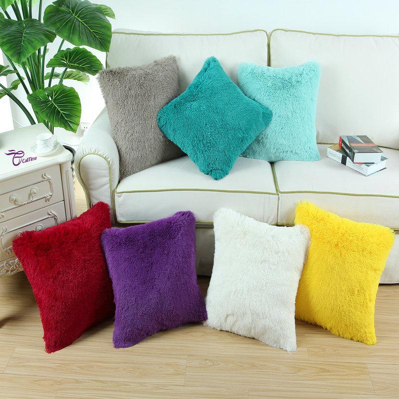 декоративные подушки в отеле