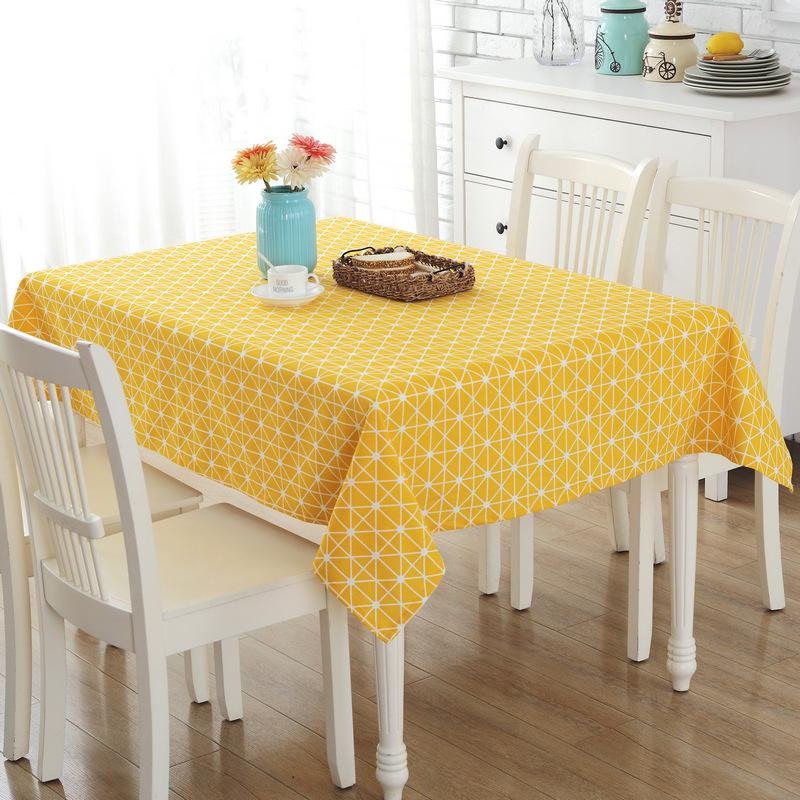 Скатерть на кухонном столе: красота и практичность