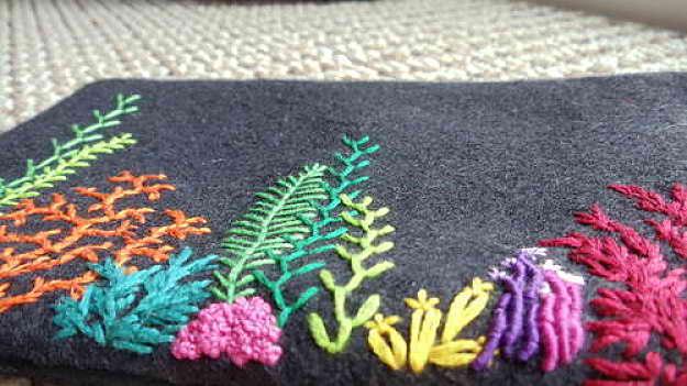 Вышивка для домашнего текстиля: самые популярные мотивы