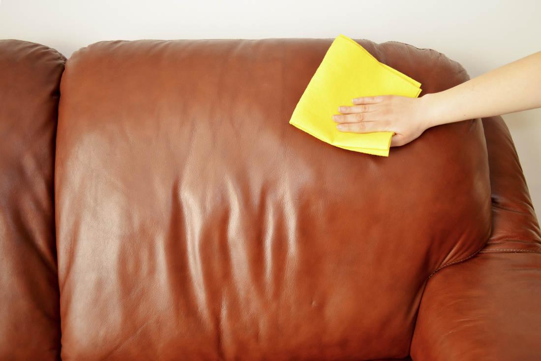 Как удалить пятно от ацетона с кожаной мебели?