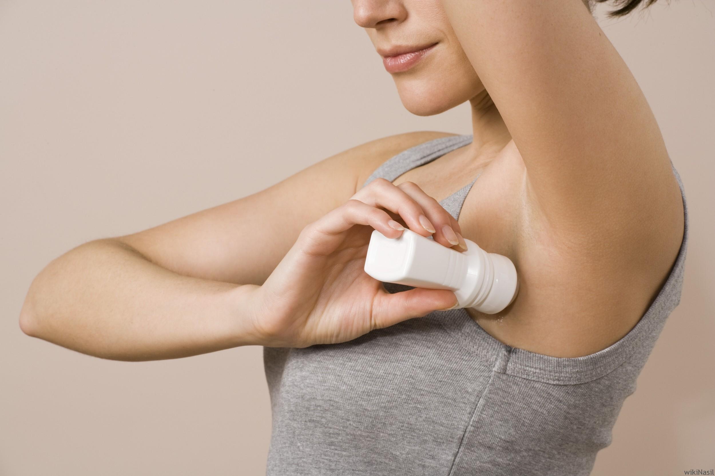Пятна от дезодоранта-антиперсперанта на одежде: боремся с белыми и желтыми разводами подмышками