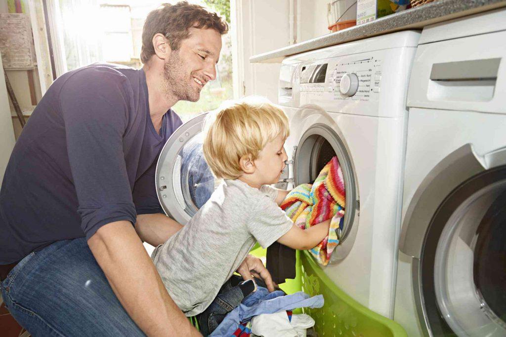 заходя картинка помогающего по дому делаю