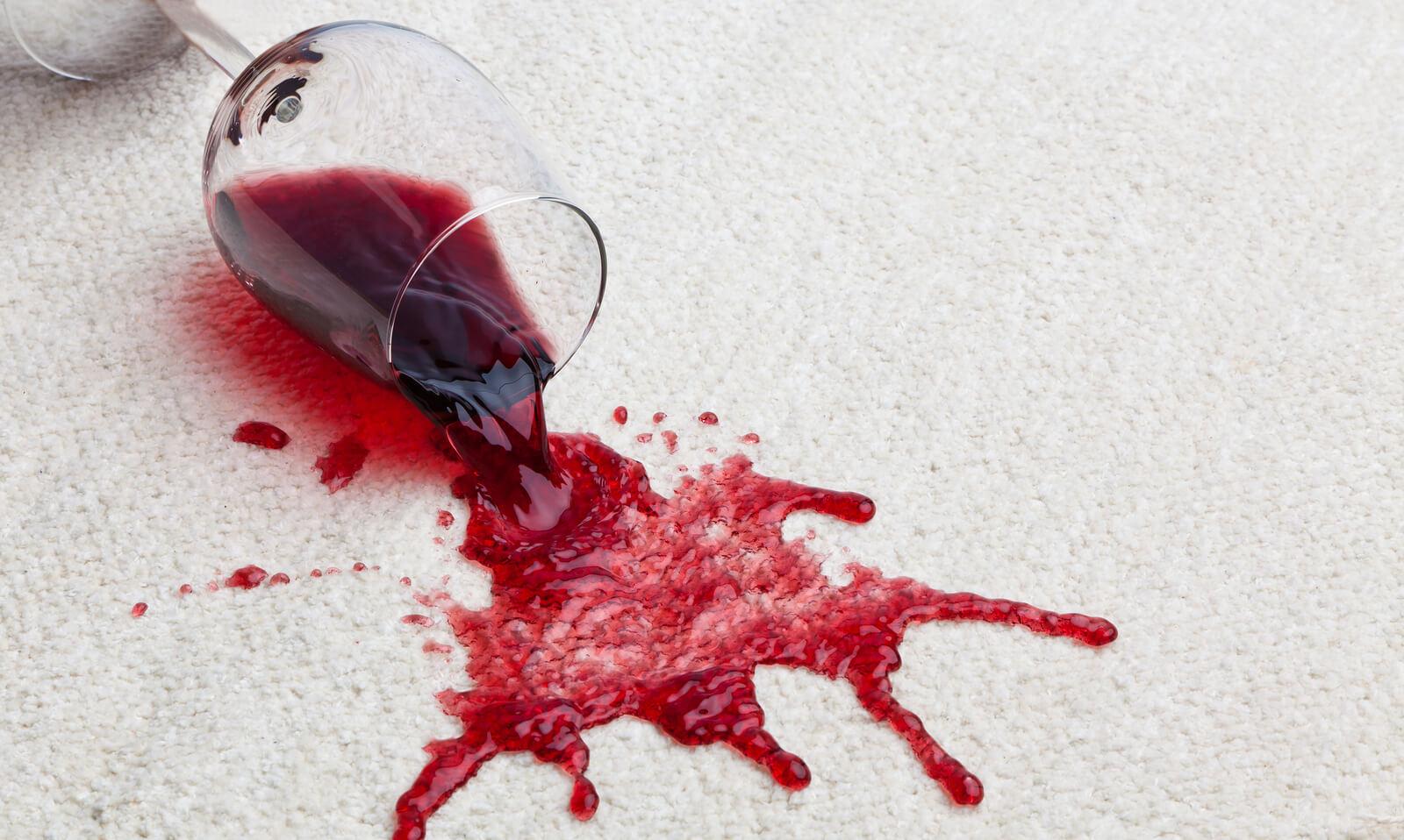 Как удалить пятна красного вина с ковра, ткани и плитки?