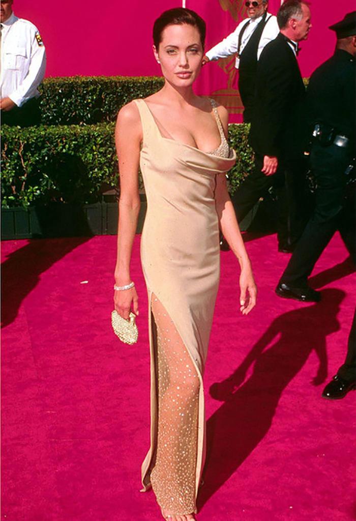 Анджелина джоли как одевалась в молодости