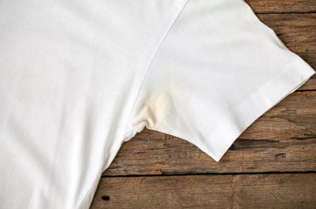 Как отстирать пятна от дезодоранта под мышками